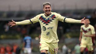 Nico Castillo festeja un gol con América