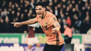 Raúl Jiménez festeja un gol con el Wolverhampton