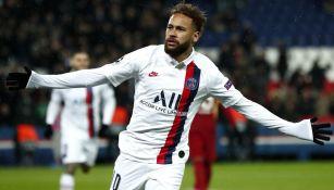 Neymar celebra un anotación con el PSG en Francia
