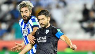 Pizarro pelea por el balón ante el Al-Sadd