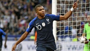 Kylian Mbappé festeja un gol con la selección de Francia