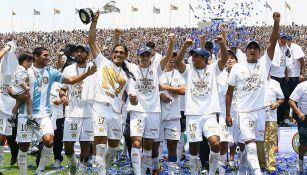 Jugadores de Pumas festejan el título del Clausura 2011