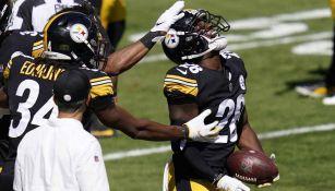 Jugadores de Steelers celebran anotación contra Denver
