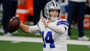 Dalton prepara un pase con los Cowboys
