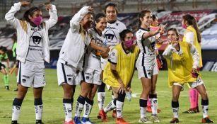 Jugadores de Pumas Femenil tras un partido