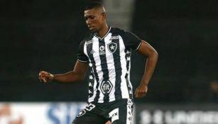 Kanu en un partido con Botafogo