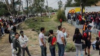 Seguidores de Morelia a las afueras del Estadio Morelos