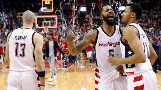 Jugadores de Washington festejan en el Verizon Center