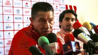 Nacho Ambriz durante la conferencia de presentación con Necaxa