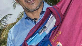 Raúl Gutiérrez sostiene la playera del Atlante