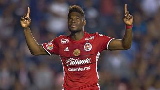 Avilés Hurtado celebra su gol con Xolos