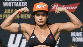 Amanda Nunes durante la ceremonia de pesaje del UFC213