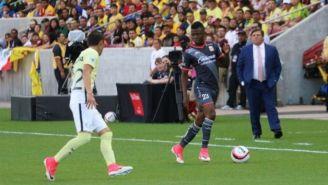 Jefferson Cuero encara a Paul Aguilar en el Rio Tinto Stadium
