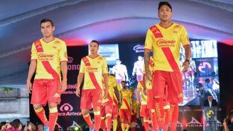 Jugadores de la Monarquía presentan su nuevo jersey de local