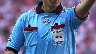 Luis Santanader levanta la mano durante la Final del C2017
