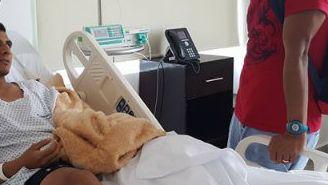 Lizandro Echeverría en su estancia en el hospital por la lesión en el pie