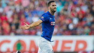 Édgar Méndez festeja su primer gol con Cruz Azul