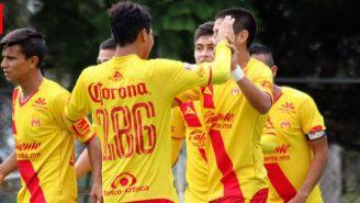 Los jugadores de Monarcas Sub15 festejando un gol