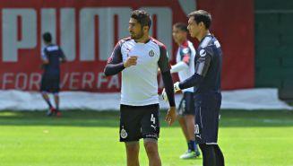 Jair Pereira en un entrenamiento de Chivas
