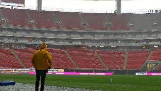 El granizo en el terreno de juego del Estadio Chivas