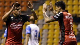 Bou y Corona celebran el gol de la igualada