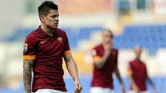 Juan Manuel Iturbe disputa un juego con la Roma