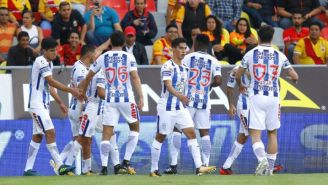 Jugadores de Pachuca celebran el segundo gol del encuentro