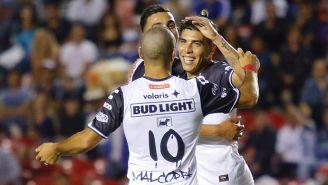 Jugadores de Xolos festejan tras un gol