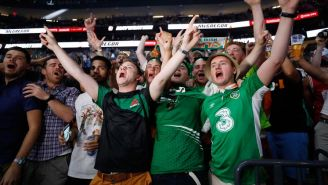 Fans de Conor McGregor durante la ceremonia del pesaje