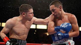 Estrada y Cuadras, durante su pelea de box