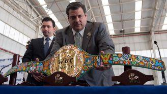 Mauricio Sulaimán presenta cinturón Huichol