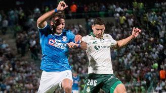 Cauteruccio pelea el balón en juego de Copa MX