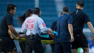 Ventura Alvarado es traladado en camilla