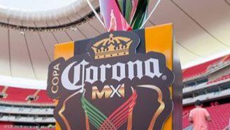 Trofeo de la Copa MX en el Estadio Chivas