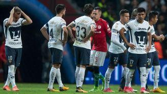Los jugadores de Pumas tras la derrota contra Toluca
