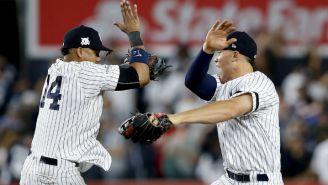 Los elementos de Yankees saltan para festejar el triunfo en el Juego 4 frente a Indians