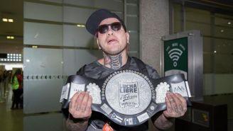 Pagano muestra el título que ganó en Japón