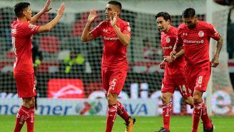 Osvaldo González festeja gol
