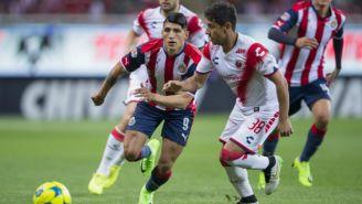 Alan Pulido en el partido de Chivas vs Veracruz