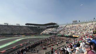 Gradas del AHR con gente disfrutando del Gran Premio de México
