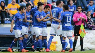 Cruz Azul celebra gol del Gato Silva