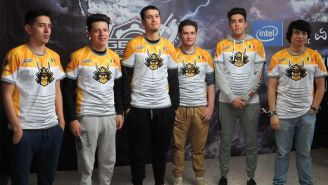 Los jugadores de Ronin, tras ganar el Fall Regionals en Gamelta