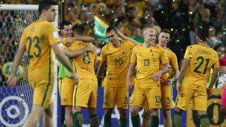 Jugadores de Australia celebran un gol en el repechaje para Rusia 2018