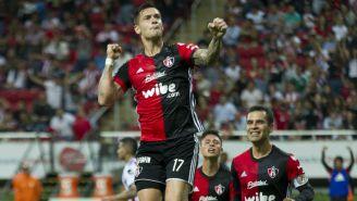 Milton Caraglio, en festejo de gol contra Chivas