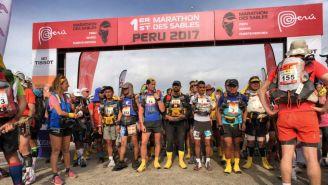 Corredores listos para empezar el primer Maratón de las Arenas de América