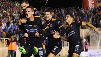 Martín Zúñiga festeja su gol