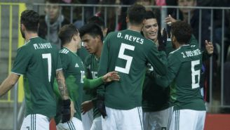 Jugadores del Tri festejan un gol en el juego amistoso contra Polonia