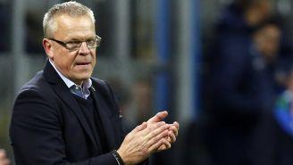 Janne Andersson aplaude durante un partido de Suecia