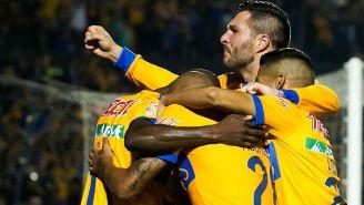 André-Pierre Gignac festeja gol con compañeros