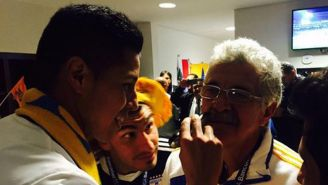 Ricardo Ferretti es rasurado por Hugo Ayala tras coronarse en el Apertura 2017